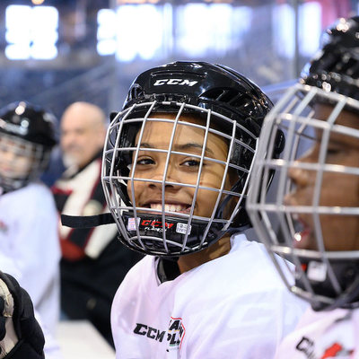 Blackhawks program introduces area youth to the ice